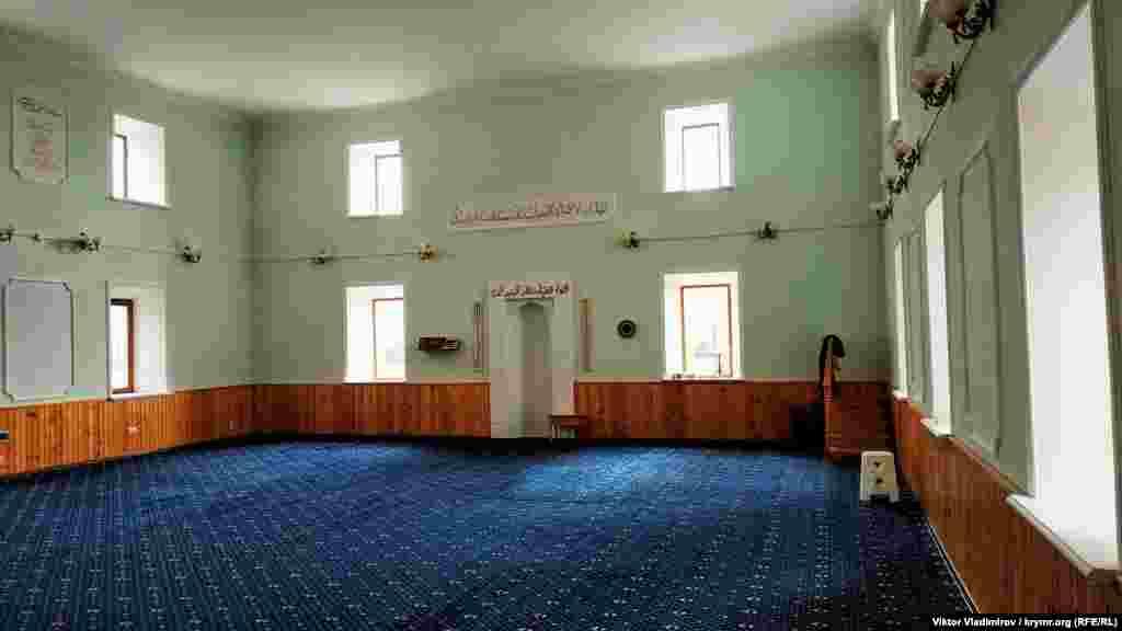 Головне приміщення в мечеті, в якому проводяться колективні молитви (намази)