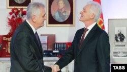 Գենադի Տիմչենկոն (աջից) և Տոմիսլավ Նիկոլիչը Սանկտ Պետերբուրգում Սերբիայի գլխավոր հյուպատոսության բացման արարողության ժամանակ, 12-ը հոկտեմբերի, 2016թ.