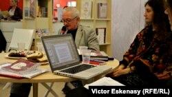 Alături de Ernest Wichner la standul României de la Frankfurt