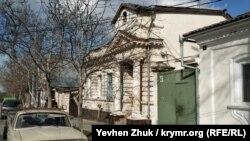 Дом №47 когда-то построил небедный человек