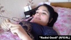 Азиза Рӯзиева, яке аз маҷрӯҳони садама бо ширкати писари раиси Идораи роҳи оҳани Тоҷикистон.