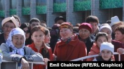 Нооруз майрамына арналган концерттик программанын көрүүчүлөрү. Бишкек. 21-март. 2015-ж.