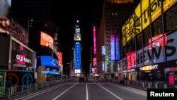 Безлюдная площадь в центральной части Манхэттена в Нью-Йорке. Иллюстративное фото.