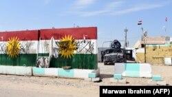 Курдзкія сьцягі, апаганеныя ірацкімі войскамі ўгорадзе Туз-Хурмату ўправінцыі Кіркук