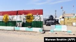 Курдские флаги, оскверненные иракскими войсками в городе Туз-Хурмату в провинции Киркук