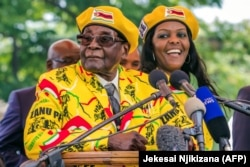 Робер и Грейс Мугабе незадолго до переворота. 8 ноября