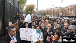 Акция протеста перед парламентом Армении (архив)