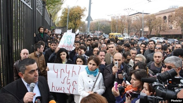 Armenia - Opposition deputy Armen Rustamian addresses citizens protesting against pension reform outside the parliament building in Yerevan, 15Nov2013.