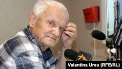 Scriitorul Vladimir Beșleagă în studioul Europei Libere