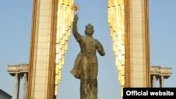 Муҷассамаи Исмоили Сомонӣ дар маркази шаҳри Душанбе