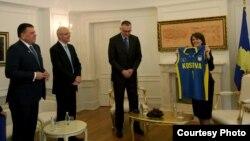 Presidentja e Kosovës, Atifete Jahjaga takohet me zyrtarët e lartë të FIBA's, Kamil Novak dhe Lubomir Kotleba