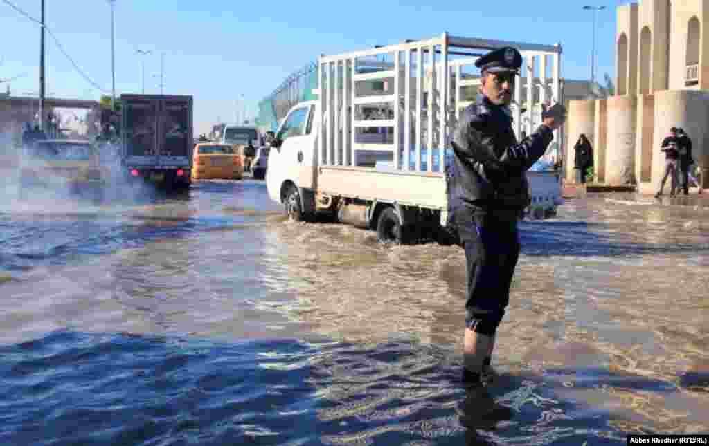 Reguliranje saobraćaja, Bagdad, 3. januar 2013.