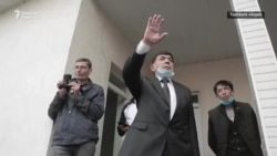 """Янги таъсис этилган мухолиф партия йиғилиши """"блогер ва аёллар босқини"""" туфайли бузилди"""