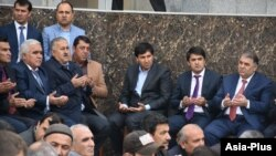 На джанозе в Центральной мечети Душанбе