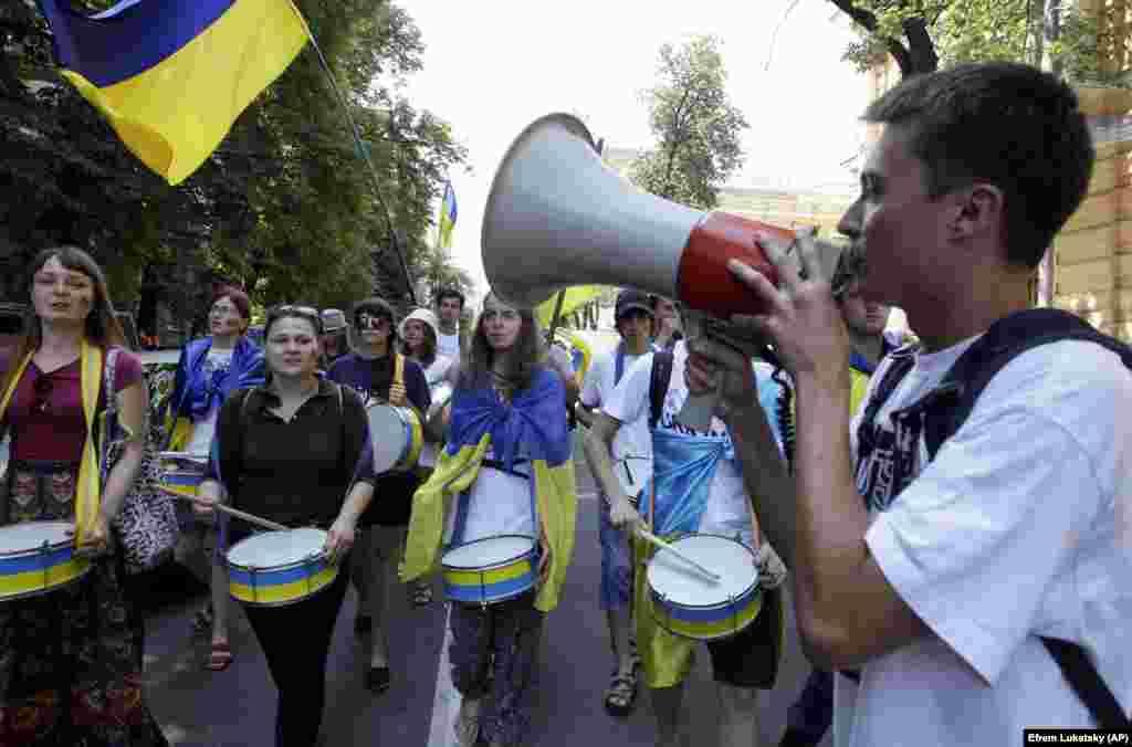 «Мовний майдан». Похід студентів вулицями столиці України. Київ, 4 липня 2012 року