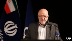 Iranian Oil Minister Bijan Zanganeh (file photo)