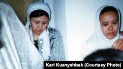 Ирандағы қазақ қыз-келіншектері. Фотография 1998 жылы түсірілген. (Көрнекі сурет)