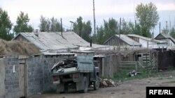 Семей полигоны маңындағы Сарыжал ауылы. 2009 жылдың тамызы.