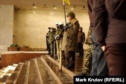 """Оппозиция в занятом ею """"Украинском доме"""""""
