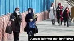 Pe o stradă în Teheran