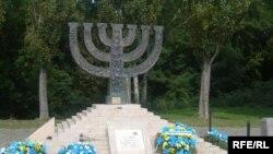 یهودیان ایران پس از انقلاب کمتر با دیگر جوامع یهودیان دنیا ارتباط داشته اند و مراسم بزرگ خود را نتوانسته اند گرامی دارند.