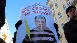 Януковича вітають зі святом свободи