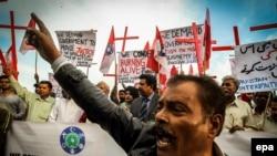 په پاکستاني کې عیسایان پر خپلو مذهبي ملګرو د ظلم خلاف احتجاج کوي (پخوانی عکس)