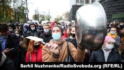 «Маю право працювати»: протест проти запровадження карантину вихідного дня під Кабміном (фото)