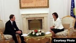 Presidentja e Kosovës Atifete Jahjaga gjatë takimit me ministrin për çështje evropiane të Danimarkës, Nikolai Vamen.