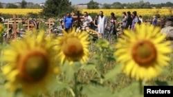 Поховання жертв повені на центральному кладовищі міста Кримськ в Краснодарському краї Росії 9 липня 2012 року