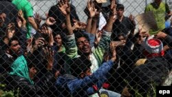 Migrantët në Lesbos të Greqisë protestojnë kundër dëbimit