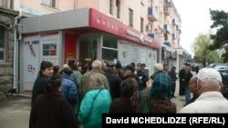 Премьер-министр Грузии Ираклий Гарибашвили объявил сегодня, что правительство все-таки смогло найти средства для увеличения пенсий в будущем году
