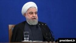 حسن روحانی در نشست خبری روز دوشنبهاش گفت «اتفاق نظر تمام اقتصادیها را بر نظر شخصیام ترجیح دادم».