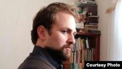 İran Azərbaycanından olan yazıçı Elşən Böyükvənd.
