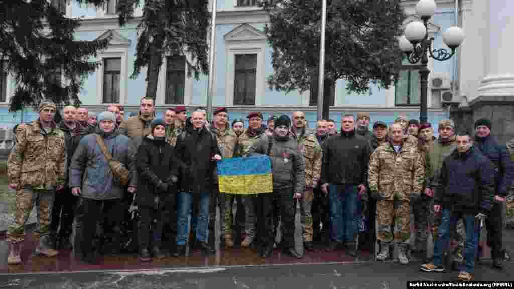 «Кіборги» з різнихпідрозділів ЗСУ та добровольчих батальйонів