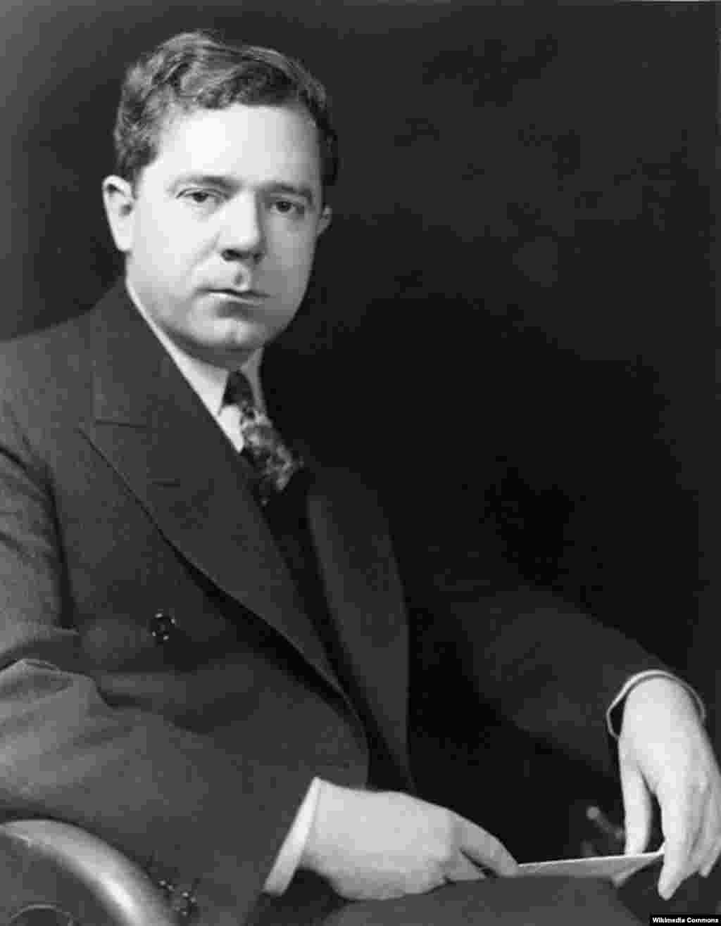 "Another senator with presidential ambitions, Huey Long, was assassinated on September 8, 1935. - Long, who was the inspiration for Robert Penn Warren's classic book ""All The King's Men,"" was shot in the hallway of the Louisiana capital building by the nephew of a bitter political opponent. He died two days later. James Hinds, who represented Arkansas shortly after the American Civil War, was shot and killed on October 22, 1868, by a member of the Ku Klux Klan by while traveling on horseback to a public event."