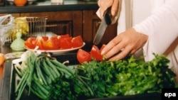 Ukraine -- Yulia Tymoshenko preparing a salad on the her kitchen, Kiev, undated
