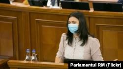 Natalia Moloșag, noul avocat al poporului (ombudsman), obținând votul de încredere al Parlamentului