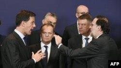 De la dreapta la stânga, premierul olandez Mark Rutte, președintele Consiliului European Donald Task, președintele român Klaus Iohannis, premierul spaniol Mariano Rajoy, Bruxelles, 2016