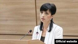 Тетяна Туранська під час пленарного засідання Верховної Ради ПМР, 10 липня 2013 року
