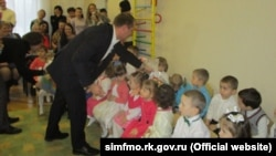 Сергій Донець бере участь у відкритті додаткової групи в дитсадку «Теремок», архівне фото
