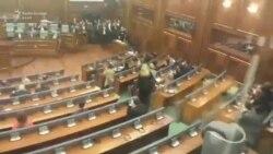 Përsëri gaz lotsjellës në Kuvend