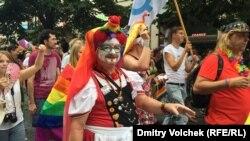 Участники парада в рамках ЛГБТ-фестиваля Prague Pride 2015