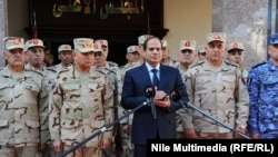 الرئيس السيس ومعه كبار القادة العسكريين