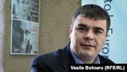Politologul Eduard Țugui la dezbaterea din studioul Europei Libere la Chișinău