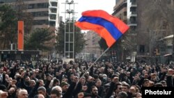 Supporters of the opposition Homeland Salvation Movement hold a rally in central Yerevan (archive photo)