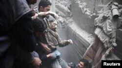 Një civil i plagosur nga sulmet në Ghoutan Lindore, foto nga arkivi