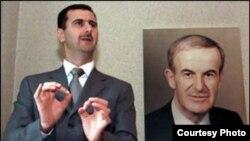 بشار (چپ) قدرت را از پدرش حافظ اسد که در سال ۲۰۰۰ پس از سی سال حکومت درگذشت، به ارث برد.