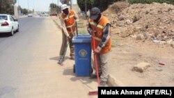 عمال النظافة في احد شوارع بغداد