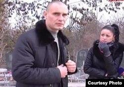 Чоловік, який напав на журналістів на кладовищі